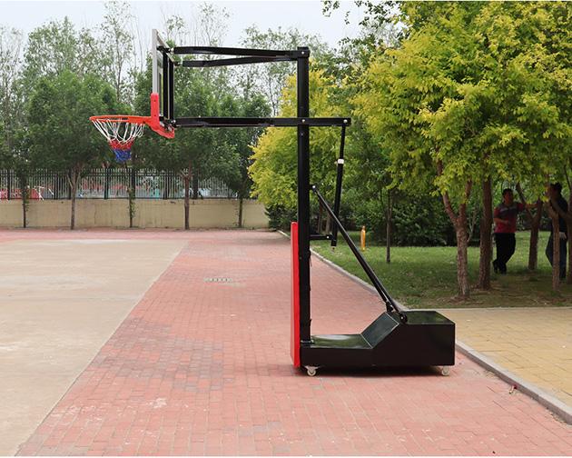 儿童移动篮球架一般都有移动爬坡的功能